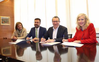 Renovat el conveni entre Ajuntament i Llorente Bus que bonifica als usuaris del 'Pepa Esperanza'