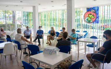 Los vecinos de Els Tolls se reúnen con sus representantes municipales