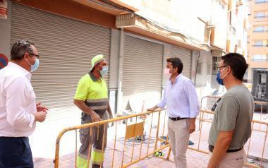 El presidente de la diputación se interesa por la remodelación de la calle Polop