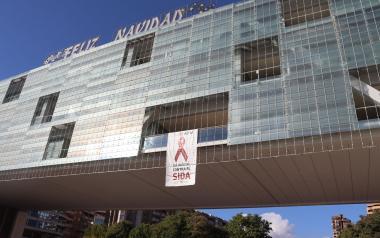 El Castell, el Tossal i la façana de l'Ajuntament s'il·luminaran de roig en senyal de suport a la lluita contra la SIDA