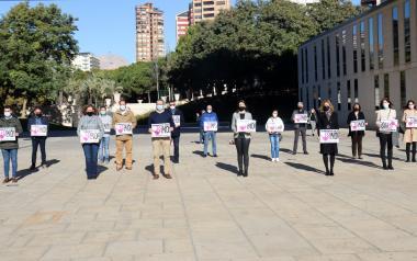 Minuto de silencio en Benidorm por la mujer asesinada el domingo en Ciudad Real