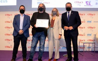 L'alcalde entrega l'AMT Smart Destination Award a la millor solució d'«Interacció amb el turista i ciutadà»
