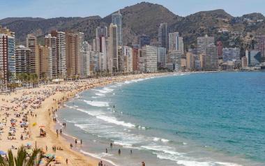 Benidorm incrementa els servicis de vigilància, salvament, socorrisme, neteja, desinfecció i atenció a les platges