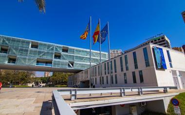 Benidorm se suma al Dia Nacional de l'Epilèpsia il·luminant de taronja es Castell, l'Ajuntament i el Tossal