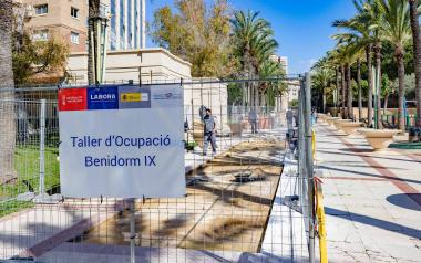 El alumnado de Albañilería del Taller de Empleo Benidorm IX reinicia la mejora del pasillo central del parque de l'Aigüera