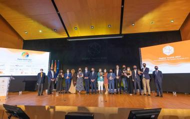 Foto de grupo con todos los premiados.