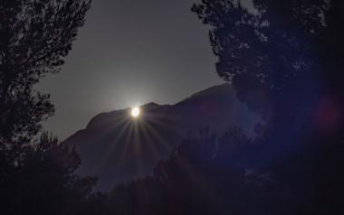 Un any més, el Sol es pon pel Puig Campana en el solstici d'estiu