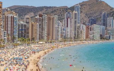 Benidorm suprime desde mañana la parcelación de las playas tras la nueva normativa estatal frente a la Covid-19