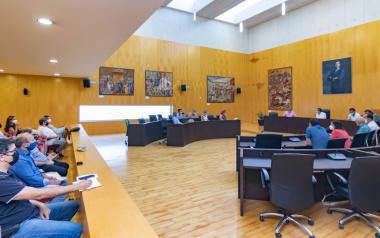 El Ayuntamiento traslada a las asociaciones los detalles del nuevo e innovador servicio de recogida de residuos y limpieza