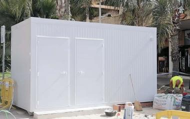 Benidorm habilita este sábado un nuevo módulo de baños para dar servicio a la playa de Poniente