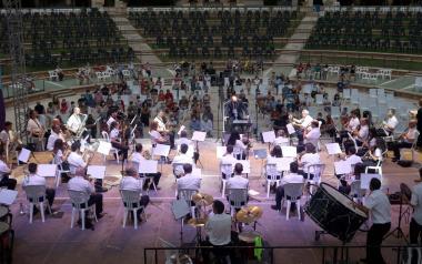 La SM l'Illa abre los 'Concerts d'Estiu' de las bandas de Benidorm en el auditorio Julio Iglesias