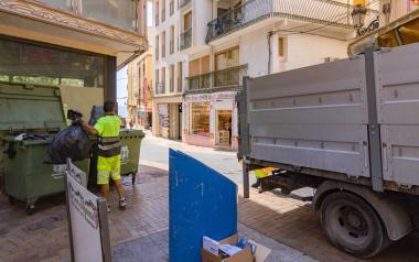 Benidorm implanta en la Plaza de la Constitución un piloto del sistema de contenedores de 'quita y pon'