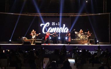 El flamenc pop de Camela i la veu de David de María, grans protagonistes de 'Con mucho arte'