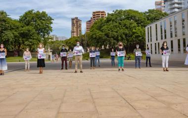 Minuto de silencio en Benidorm por la mujer asesinada el domingo en Málaga