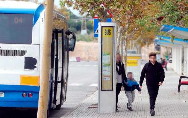 El Ayuntamiento garantiza de nuevo este curso la desinfección diaria de los autobuses de Infantil y Primaria