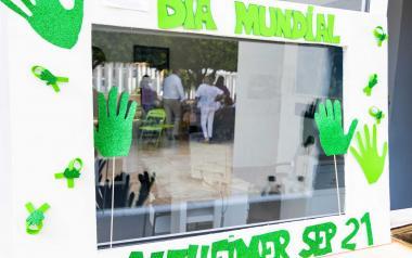 Benidorm alza sus 'Manos por el Alzheimer'