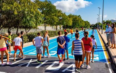 Benidorm gana espacio para el peatón con un tramo en la calle Italia para alumnos de los centros educativos cercanos