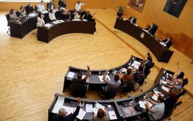 El pleno aprueba una moción de apoyo y solidaridad con los evacuados y damnificados en la isla de Palma por la erupción del volcán