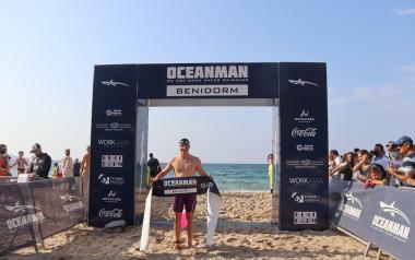Más de 600 nadadores de una treintena de países participan en la Oceanman