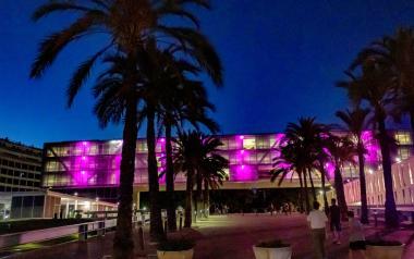 El Castell, El Tossal y Ayuntamiento, de rosa en apoyo a la lucha contra el cáncer de mama