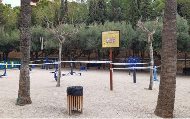 Benidorm cierra las áreas biosaludables, juegos infantiles y de calistenia, el skate de la Séquia Mare, pistas deportivas urbanas y de las playas