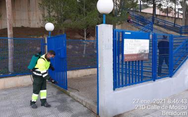 El servici ordinari de neteja reforça la desinfecció manual de tots els barris...