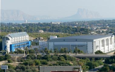 Benidorm inicia los trámites para instalar placas fotovoltaicas en 12 colegios y edificios públicos