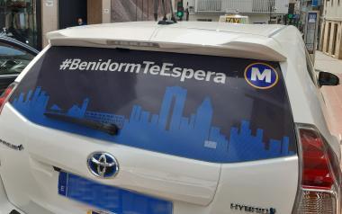 Benidorm habilita una parada de taxis al Palau d'Esports per a facilitar l'accés al centre de vacunació massiva