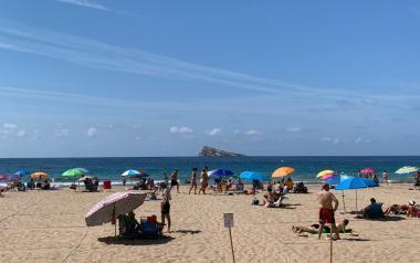 Benidorm adelanta a las 09.00 horas la apertura de reservas para la playa de Levante