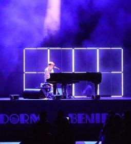 Pablo López conquista al público de Benidorm con su 'Piano y Voz'