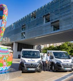 Two new vans with platform join the Public Space department fleet