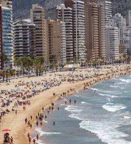 Benidorm will hire 58 under 30s as beach informants for 3 months