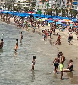 Ciudadanos denuncia la falta de espacio de uso libre en la zona de la playa d...