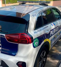 Diez vehículos de la Policía Local, equipados con un desfibrilador semiautomá...