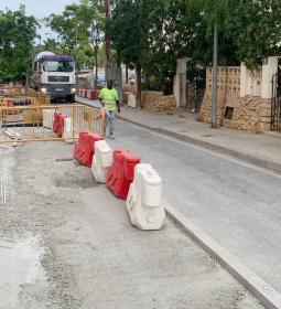 Benidorm amplia les voreres del carrer Dénia, en La Cala, per a fer-la més ac…