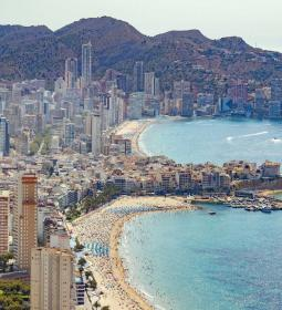 Benidorm presents to the Ministry a project to promote shopping tourism in se…