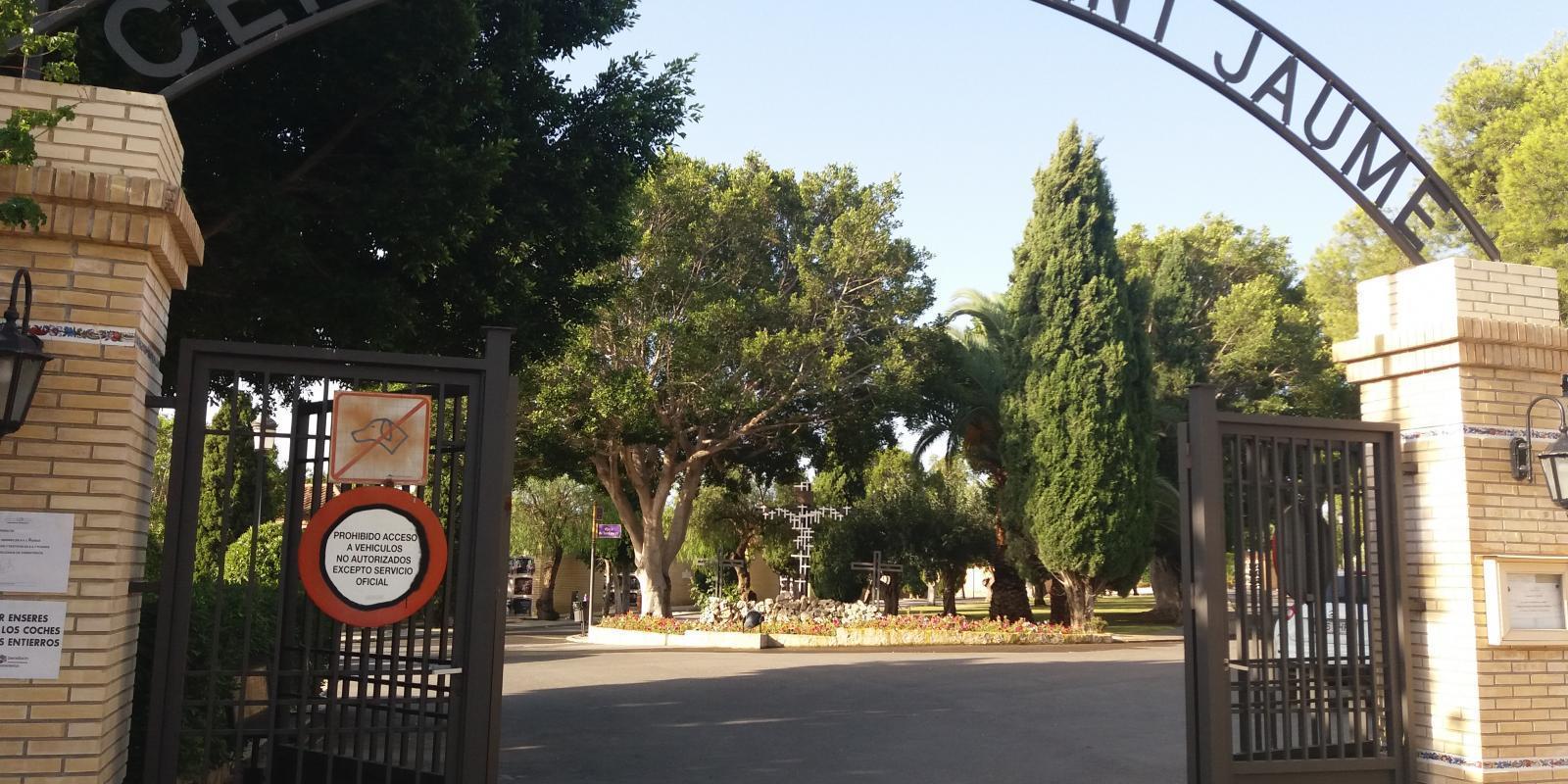 Cementerio Sant Jaume. Entrada principal